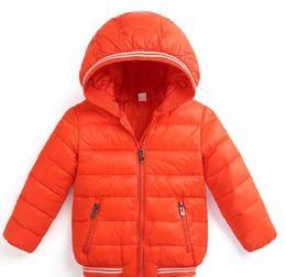 Niños gore tex chaquetas online-Ultraligero Otoño Invierno Niños Niños niñas Chaqueta Prendas de abrigo Chaqueta blanca con capucha de pato blanco Abajo Chaquetas de algodón acolchadas