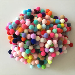 400pcs / lot habile commerce ponpon 10mm multicolore pompon décoration bricolage boule pompon manuel enfants jouets éducatifs accessoires bateau gratuit ? partir de fabricateur