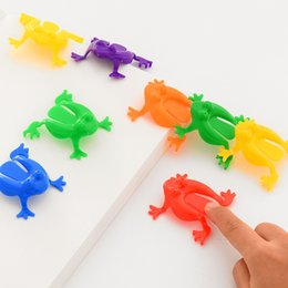 Wholesale plastic toy frogs - Plastic Jumping Frog Hoppers Game - Assorted Colors Kids Kindergarten Great Fun Toys