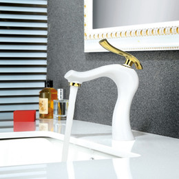 водопроводный кран золото Скидка Bath Basin Faucets Brass Water Tap Bathroom Faucet Gold White Single Handle Bathroom Sink Mixer Taps Hot and Cold Water W3034