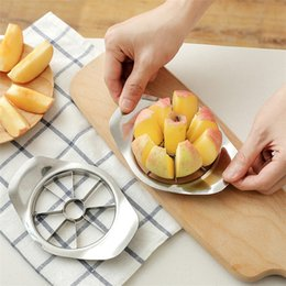 Processamento de vegetais on-line-New Stainless steel apple slicer Vegetable Fruit Apple Pear Cutter Slicer Processing Kitchen slicing knives T3I0123