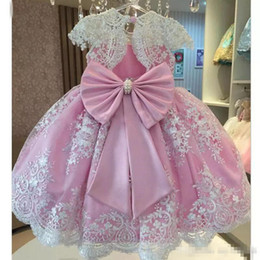 Wholesale Girl Dres - .Classy Pinky Baby Girls Birthday Dresses Lxuxry Pearls Sash Bow Short Sleeves Flower Girls Dresses Full Lace Appliques First Communion Dres