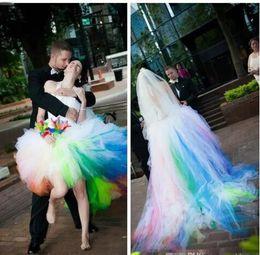 2019 drapé court Halter Ball robe Tulle Puffy coloré robes de mariée Rainbow 2019 High Low robes de mariée balayage train court devant long dos robes de mariée promotion drapé court