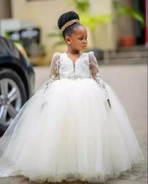 I vestiti delle bambine vestono champagne online-Ball Gown Flower Girl Dresses For Weddings Manica lunga Abiti da spettacolo per ragazza con perline Scollo a V Fiore per bambini Abiti da festa per feste