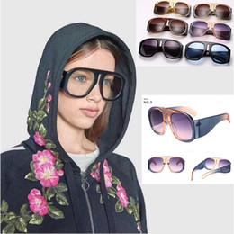 Wholesale popular eyewear quality - 6 Colors Brand Sunglasses Designer Eyewear Oversize Frame Popular Avant-garde Style Top Quality Eyewear CCA9389 2pcs