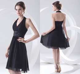 0ae3e8eb69d 2018 New Modest Einfachen Stil Schwarz Kurze Brautjungfer Kleider Halfter  Geraffte A Line Trauzeugin Kleid Cusotmize günstig einfache kleidstile  schwarz