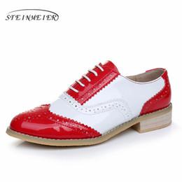 Zapatos oxford blancos de las mujeres online-2017 mujeres de cuero de grano completo amantes de los zapatos oxford dedo del pie redondo zapatos planos hechos a mano rojo blanco oxfords para mujeres con piel