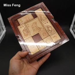 jogos de xadrez madeira Desconto Chinês Tradicional Xadrez Cérebro Jogos HuaRong Estrada Caixa De Diversão De Madeira Brinquedo Crianças Presente de Aniversário Presente De Natal