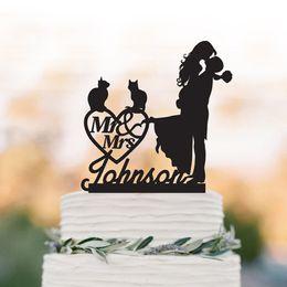 Katze personifizierte Hochzeitstorte Topper Bräutigam heben Braut mit Herrn und Frau Kuchen Topper. benutzerdefinierte Hochzeit Herz Dekor Topper. von Fabrikanten