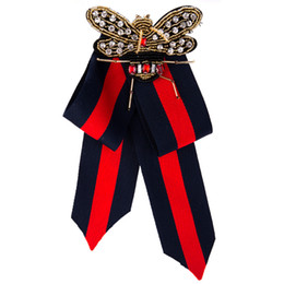 Reale spille perni online-Lusso Royal Baroque Tessuto Bowknot Donne Spilla Pins Handmade Nastro Perline Bee Bow Tie Spilla Corpetto Dress Camicie Gioielli