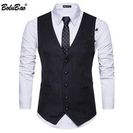 BOLUBAO Nuevo vestido de novia de alta calidad de mercancías Diseño de moda  masculina chaleco gris negro hombres de negocios chaleco de traje casual  chaleco ... d7d908dec5f