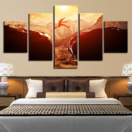 Pinturas de montaña online-Imágenes de lienzo Decoración para el hogar HD Prints Póster de puesta del sol Parkour 5 Piezas Deportes extremos a través de las montañas Pinturas Marco de arte de pared