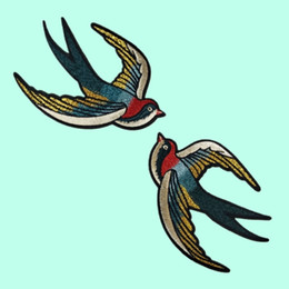 Inghiottire i vestiti online-Flying Swallow Applique ricamato Sew on Cute Birds Patch per i vestiti Bag Fai da te Craft Wedding Home Decoration Moda 1 paio