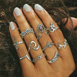 v anéis de forma para mulheres Desconto Flor De Cristal do vintage Gravar V-Shape Retro Tom de Prata Anéis Midi Anel Para Mulheres Knuckle Anéis de Dedo 10 pçs / set