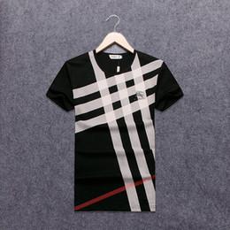 Camiseta con cuello en V negro 2018 Nuevo bordado en el pecho de la moda Lobo Hombres camiseta Camiseta casual de manga corta Hipster Fractal Pattern tees Tops Cool # 8015 desde fabricantes