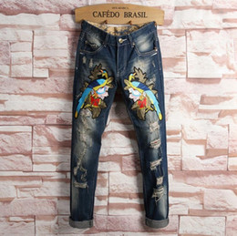 abbigliamento libero dell'uccello Sconti Jeans dell'annata di stile di schiocco dell'anca di pantaloni dei jeans strappati ricami del ricamo dell'uccello dei jeans della bici dei vestiti di MENS Trasporto libero