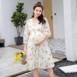 mode kleidung für die schwangerschaft Rabatt Krawatten gelbe Blumen gedruckt Mutterschaft Kleid Sommer Herbst Mode Pflege Kleidung für schwangere Frauen Schwangerschaft Kleidung