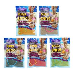 Песочные игрушки онлайн-DIY 100 г / пакет красочные глины играть песок крытый магия играть песок дети обучения развивающие игрушки игры на открытом воздухе 5 цветов gga698 50 шт.