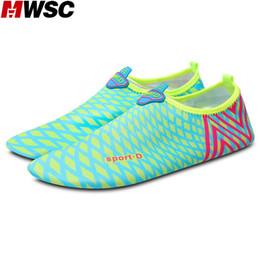 Calzini piatti morbidi online-MWSC 2017 estate nuove donne unisex moda pantofole impermeabili scarpe casual morbida luce piatta con sandali aqua calze scarpe da acqua