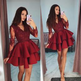 2019 robes élégantes en dentelle Rouge col en V robes de bal élégant à manches longues en dentelle perlée appliques robe de bal courte belle mode robe de cocktail de célébrité robes élégantes en dentelle pas cher