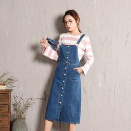 Saia em denim on-line-Nova Moda das Mulheres Bib Jardineiras Vestido Denim Saias Magro Midi Saias Jeans Mulher Algodão Azul Botão Frente Suspender Denim Saia