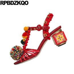 Lindas sandalias negras online-Zapatos Sandalias Ocio Moda Bohemia Estilo Rojo Mujeres Pom Pom Fluffy Luxury Cute Embellecido Bombas Negro Floral Imprimir
