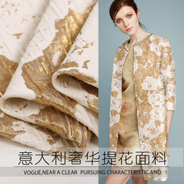 telas con estampado de cera al por mayor Rebajas Traje de moda de microframas de tela de lujo de jacquard de lujo italiano hilo dorado tejido de brocado de jacquard tridimensional 130 cm