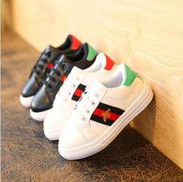 Wholesale bee board - 2018 Spring and Autumn New Medium and Large Children Canvas Shoes Boys Little White Shoes Girls Little Bees Leisure Boards 26-36cm