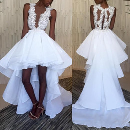 Abito nero scollo basso online-2019 African Black Girl High Low Abiti da sposa Abiti da sposa Scollatura a strappo V Scollo Illusione Back vestidos de