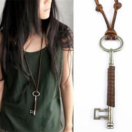 collares de cuero llave colgante Rebajas Exquisita moda súper larga llave de cuero de metal hombres y mujeres colgante collar de joyería, regalos para amantes al por mayor