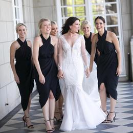Vestidos de dama de honor con escote halter y pliegues negros 2018 Cremallera Parte posterior del té Vestidos cortos de fiesta de boda desde fabricantes