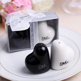"Wholesale Mr Salt Pepper - Hot Heart Shaped ""Mr&Mrs"" Salt And Pepper Shaker Wedding Gifts For Guest Party Decoration Supplies"
