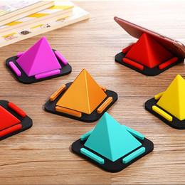 dreieck telefonständer Rabatt Pyramide-Mobiltelefon-Halter-Mehrzweckwinkel-Telefon-Stand-kreatives Silikon-buntes Dreieck-Universalhalterungs-Klammer-A757