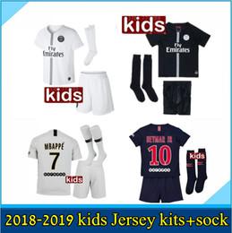 2019 Paris kids kits + meia camisa de futebol MBAPPE 18 19 psg MBAPPE  CAVANI MARQUINHOS LUCAS DI MARIA MATUIDI DANI ALVES Camisas de futebol para  crianças 651c01ae3fccd