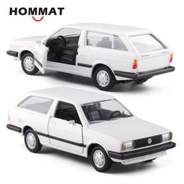 модели vw Скидка HOMMAT моделирование 1: 43 старинные VW Parati 1983 модель автомобиля сплава литья под давлением игрушка автомобиль Модель автомобиля подарок автомобили игрушки для детей мальчиков
