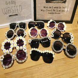 Gafas de sol de las mujeres de la playa Al por mayor Partido de la manera Gafas de sol Mezcla de diseño Retro Rhinestone Flor hecha a mano con la perla desde fabricantes