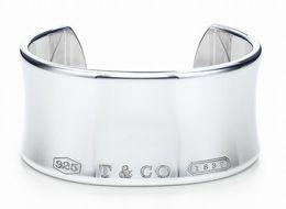 berühmtheiten taschen Rabatt Qualitäts-Promientwurf 925 Tafelsilber-Silber-Kettenarmband Frauen-Buchstabe-Klee-breite Armband-Schmucksachen mit Staubbeutel Kasten