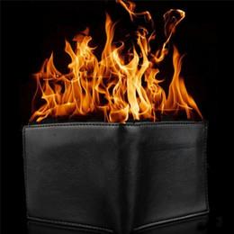Große bühnenmagie online-Neuheit Zaubertrick Flamme Feuer Brieftasche Große Flamme Magier Trick Brieftasche Bühnenshow Mode Gummi Brieftasche Lustig