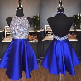 Fotos de vestidos de fiesta online-2019 Royal Blue Sparkly Homecoming Dresses una línea Hater Backless rebordear cortos vestidos de fiesta para Prom abiti da ballo por encargo