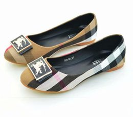 Wholesale genuine leather rolls - bb brand women's Flat shoes new fashion the Roman wind metal buckle shoes, comfortable women's flat roll shoes, free delivery.