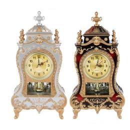 Pendolo orologio online-Orologio da tavolo Sveglia dell'annata classica Camera Royalty Sitter TV Cabinet Desk Imperiale Arredamento Creativo Sit Orologio a pendolo