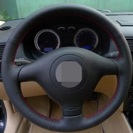 Asientos de cuero genuino online-Cubierta negra del volante del coche de cuero genuino para Volkswagen VW Golf 4 Passat B5 1996-2003 Seat Leon 1999-2004 Polo 1999-2002