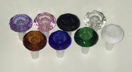 2019 bongos de vidro de diamante Pesado Coroa De Diamante corte Masculino Tigelas De Vidro 14mm 18mm Tigela Bong Multicolor de Alta Qualidade 18mm 14mm Tigelas Por Atacado para Tubos de Água de vidro. bongos de vidro de diamante barato