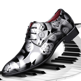 charol hombres zapatos clásicos hombres hombres formales zapatos de vestir para hombre zapatos casuales tallados calados de gran tamaño = 47 48 ayakkabi zapatos de hombre desde fabricantes