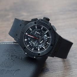 Montre sport negro online-De lujo de alta calidad nuevo reloj de hombre de cuarzo negro estilo deportivo carreras Cronómetro fibra de carbono Correa de caucho Diámetro ahuecado