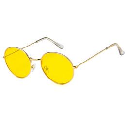 889ea92cff227 Marca Designer Mulheres Rodada Óculos De Sol Dos Homens de Moda Do Vintage  Armação De Metal Oceano Óculos de Sol Amarelo Rosa Tingido Sombra Eyewear  UV400