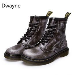 Botas de hebilla de invierno de los hombres online-Dwayne Men Motorcycle Boots Vintage Combat Boot Winter Fur 2018 New Cow Split Cuero Impermeable Buckle Boots Hombres Zapatos