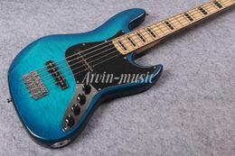 Arvinmusic Factory Custom Blue 5 cuerdas bajo eléctrico con chapa de arce flameado, transparente Pickguard, Chrome Hardware, Maple Neck, puede ser desde fabricantes