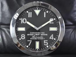 Novos logotipos modernos on-line-Nova Chegada Relógio Sape Relógio De Mesa De Luxo Relógio De Parede De Metal com Incandescência Características de Metal Art Relógio Design Moderno com Relógio Dos Homens Do Logotipo