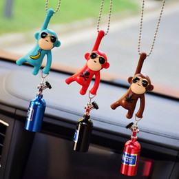 Auto delle scimmie online-Car Pendant Hanging Monkey Car Interior Ornaments Decorazione Retrovisore Accessori per l'ornamento